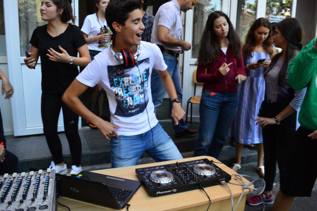 Radu Bourceanu, aus der 10.C spielt DJ